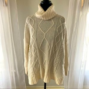 Aerie Cream over sized turtleneck knitted sweater